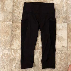 EUC lululemon crop leggings with mesh pockets